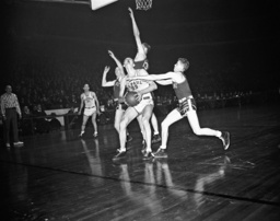 George Mikan, Galter