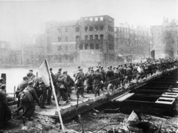 2.WK./Fall v.Königsberg/dt.Kriegsgefang. - WWII / Fall of Königsberg / POWs 1945 . - 2e G. M. / Chute de Königsberg / Prisonniers allemands.