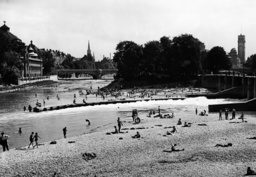 Banks of the Isar in Munich, 1938