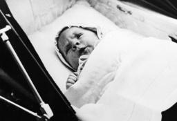Sohn von Barbara Hutton , Foto 1936. - Barbara Hutton's Son Lance / 1936. - Le fils de Barbara Hutton , photo 1936.