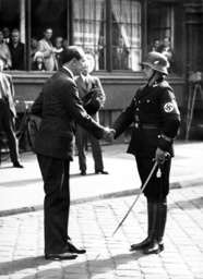 Foreign Minister Colonel Beck greets the leader of the SS Bodyguard Regiment 'Adolf Hitler', 1935