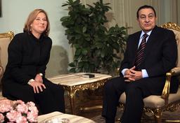 Egyptian President Hosni Mubarak talks with Israeli Foreign Minister Tzipi Livni during their meeting in Cairo