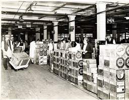 The Huntley & Palmers Ltd Biscuit Factory In Reading 1930 Showing Workers In The Dispatch Room
