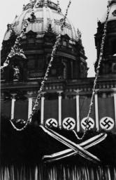 Vorbereitungen zum 1.Mai/Festschmuck/Dom - Preparations May Day, Cathedral / 1938 -