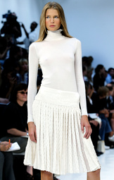MODEL WEARS FASHIONS FROM RALPH LAUREN SPRING 2004 COLLECTION IN NEW YORK