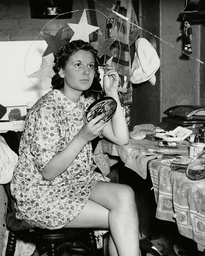 Sheila Cunliffe 18-year-old Showgirl In Her Dressing Room At The Windmill Theatre London. Box 668 610021626 A.jpg.