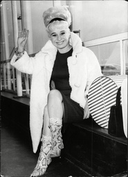Actress Barbara Windsor At London Airport After Touring America For 6 Months In The Play 'oh What A Lovely War'.