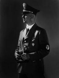 The uniform of a photojournalist, 1938