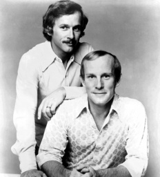 THE SMOTHERS BROTHERS SHOW, from left: Dick Smothers, Tom Smothers, 1975.