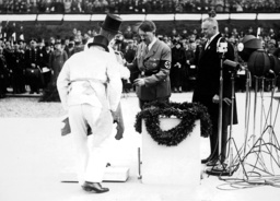 Hitler laid the foundation stone for the Richard Wagner Memorial