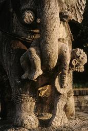 Konarak, Sonnentempel, Kolossaler Elefant/ Skulptur - - Konarak, temple du Soleil, éléphant colossal / Sculpture