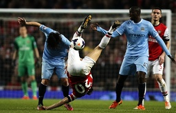 Mathieu Flamini C of Arsenal vies with David Silva L of Manchester City during the Barclays Prem