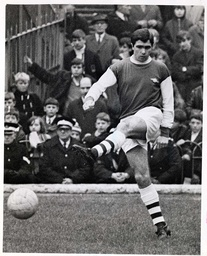 Bobby Gould Of Arsenal In Action. **original Print Held In Kensington** Pkt3651-267830.