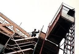Byggarbetare vid Universeum där första mottagningen hölls under eu-toppmötet i Göteborg.