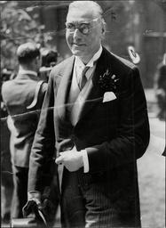 Sir Bernard Spilsbury Pathologist.