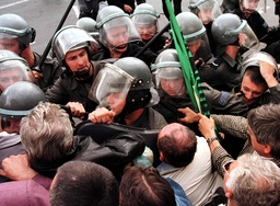 POLISH FARMERS SCUFFLE WITH POLICE