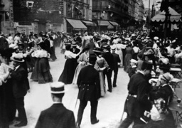 Street scene on the national holiday in Paris, 1909