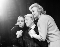 Sir Alec Guinness, Googie Withers and Natasha Parry