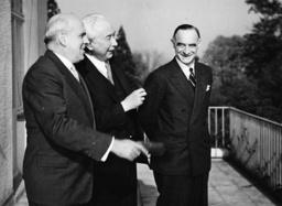 Lucius D.Clay bei Th.Heuss / Foto 1950 - Lucius D.Clay / Th.Heuss / Photo 1950 -