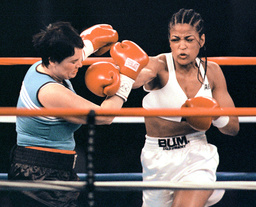LAILA ALI LANDS RIGHT ON FOSTER DURING BOUT IN VERONA
