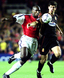 ARSENAL'S CAMPBELL FIGHTS FOR THE BALL WITH REAL MALLORCA'S LUQUE AT HIGHBURY