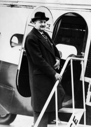 Pierre Etienne Flandin on the flight back to Paris, 1936