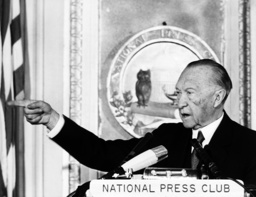 Adenauer in front of journalists