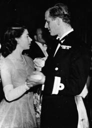 Elisabeth II. u,Philipp beim Tanz 1947 - Elizabeth II a.Philip during a dance - Élisabeth II et Philipp dansant 1947