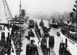 KdF-Schiffe auf Madeira-Fahrt 1936 - KdF Ship on Madeira Cruise / 1936 -