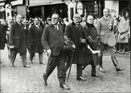 L-r Sir John Salmond Lord Tynell William Wedgwood Benn 1st Viscount Stansgate And Mr Montague Mp Marshal Of The Royal Air Force Sir John Maitland Salmond Gcb Cmg Cvo Dso And Bar (17 July 1881 Oo 16 April 1968) Was A British Military Officer Who Rose