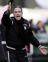 Palermo's coach Guidolin gestures during his Serie A soccer match against Siena at the Artemio Franchi stadium in Siena
