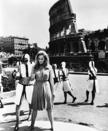 THE 10TH VICTIM, (aka LA DECIMA VITTIMA), Ursula Andress, 1965