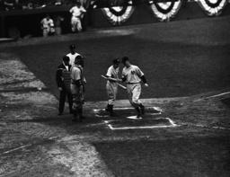 Watchf Associated Press Sports Professional Baseball (American League) New York United States APHS56471 YANKEES REDS BASEBALL