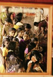 Hinduismus, Frauen im Tempel von Tiruvarur / Foto - -
