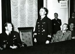 Günther Prien, Gespräch mit Presse 1939 / Foto - -