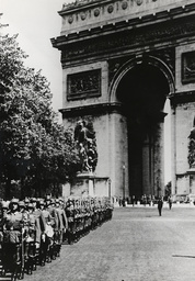 2.WK./Paris unter dt. Besatzung / Foto. - German Guard Regiment in Paris / 1940 - 2e G.M./Paris sous l'Occupation/Photo