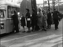 Shopping Street Traders Queue Of People At Ice Cream Van On The Embankment London