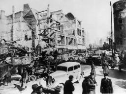 Ostfr./Fall v.Königsberg/sowjet.Truppen - Eastern Front / Fall of Königsberg 1945 - Prise de Königsberg par les Russes / Avril 1945.