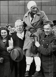 Aviator Jean Batten Being Carried Shoulders High At Croydon Jean Gardner Batten Cbe Osc (15 September 1909 A 22 November 1982) Was A New Zealand Aviator. Born In Rotorua She Became The Best-known New Zealander Of The 1930s Internationally By Taking A