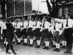 Hitler in Klagenfurt / Foto, 4.4.1938. - Hitler in Klagenfurt / Photo / 4/4/1938 -
