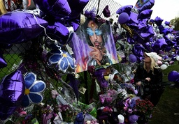 Minneapolis area mourns death of musician Prince