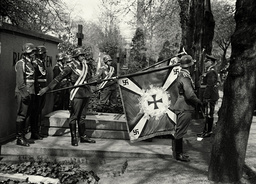 Goering am Grabe Richthofens, 1938. - Goering at Red Baron's grave / 1938 -