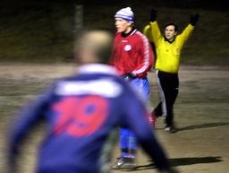 Fotbollsdomaren Ariel Scaparro tilbaka igen efter misshandeln i höstas