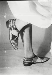 Women's Shoe Fashions Show A Pair Of 1923 Sandals.