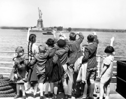 Jewish children fleeing to the United States, 1939