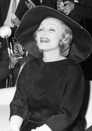 Marlene Dietrich in Berlin / Foto, 1960 - Marlene Dietrich in Berlin / Photo /1960 - Marlene Dietrich à Berlin / Photo /1960