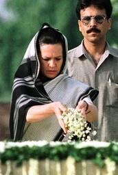 SONIA GANDHI OFFERS FLOWERS AT RAJIV GANDHI'S MEMORIAL IN NEW DELHI