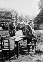 Kaiser Wilhelm II tries pea soup on the front in Galicia, 1915