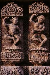 Konarak, Sonnentempel, Tänzerinnen / Reliefs - Konarak, Sun Temple, Dancers / Reliefs - Konarak, temple du Soleil, danseuses / Relief
