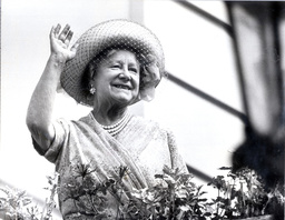 Queen Mother Acknowledges The Cheers Of The Crowd As They Sing Happy Birthday At Clarence House. 82nd Birthday. 1982
